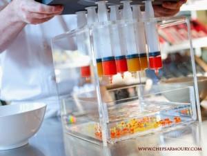 Τα υλικά ο εξοπλισμός και οι ενέργειες που συντελούνται στη μοριακή κουζίνα είναι πολυσύνθετες διαδικασίες.